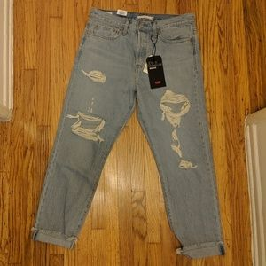 NWT Levi's Premium Wedgie Fit distressed jeans